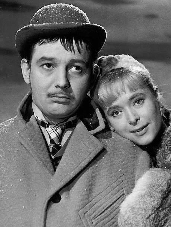 S Josefem Vinklářem v roce 1960, v dramatu režiséra Otakara Vávry o životě dělníků za Rakousko-Uherska Policejní hodina