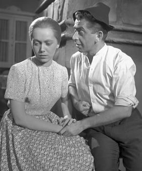 S Jiřinou Jiráskovou v roce 1954 v divadelní hře Jiřího Procházky Ohně na horách