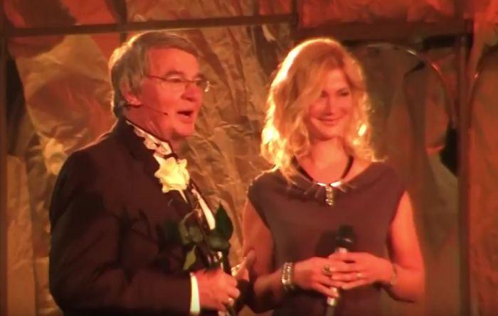Sylva Kamenická s Vlastimilem Harapesem při oslavě jeho sedmdesátin ve Státní opeře