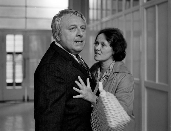 Cyril Jandera a Miluška (Zdena Hadrbolcová) v seriálu Sanitka