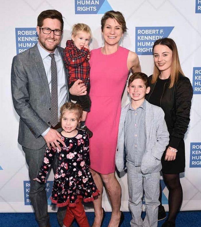 Maeve s manželem Davidem a dětmi