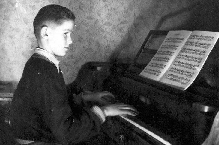 Na klavír se učil hrát od sedmi let