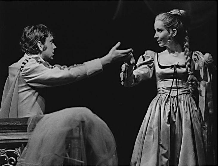 S Jaromírem Hanzlíkem v Shakespearově komedii Mnoho povyku pro nic, v roce 1971 v Divadle na Vinohradech
