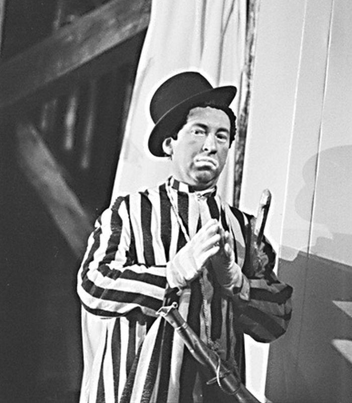 V roce 1968 jako Archanděl Gabriel v dramatizaci humorné parafráze Starého zákona Roarka Bradforda Černošský Pán Bůh a Páni Izraelité