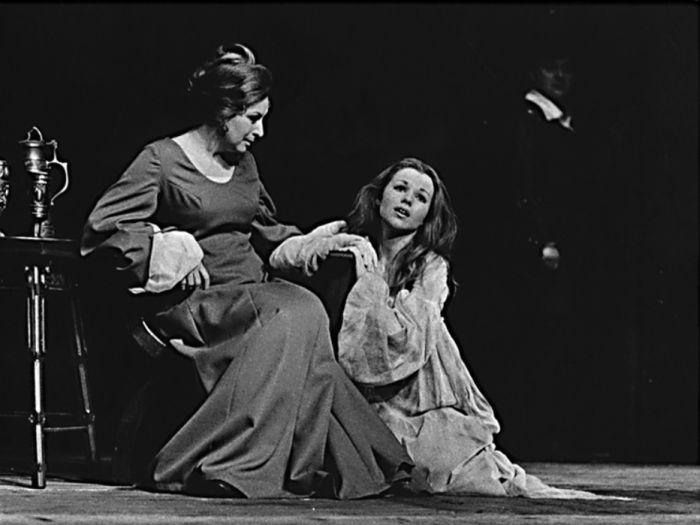 Ofélie v inscenaci Tragická historie Hamleta, dánského prince – s Ljubou Benešovou v roce 1972, na scéně Realistického divadla Zdeňka Nejedlého