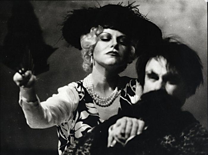 Irina Arkadinová v klasickém dramatu A. P. Čechova Racek – v roce 1994 v Divadle Na zábradlí