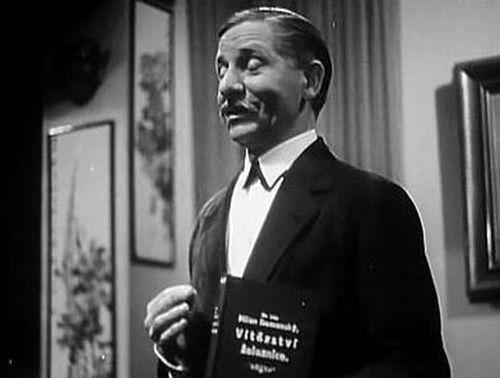 Sluha Cyril v komedii z roku 1934 Pokušení paní Antonie