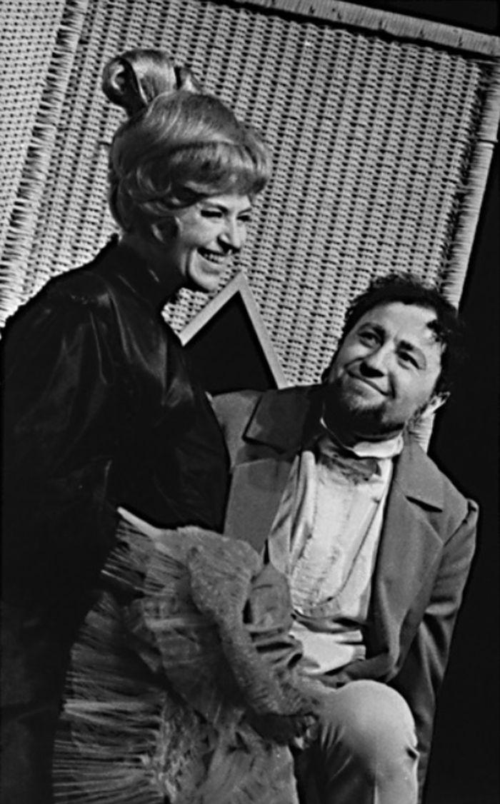 V Divadle za branou v roce1967, v hudební frašce Provaz o jednom konci