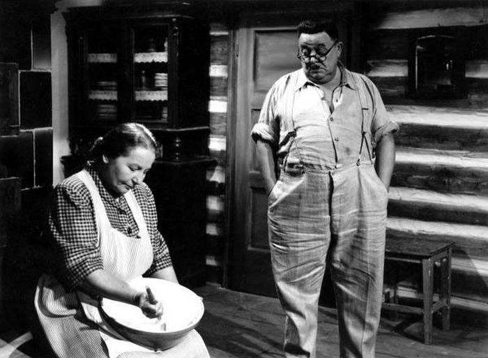 V roce 1949 se Sašou Rašilovem st. v komedii režiséra Josefa Macha Rodinné trampoty oficiála Tříšky