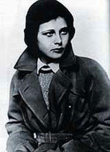 Jako sekretářka v komedii Die Blumenfrau von Lindenau, natočené v roce 1931 na motivy divadelní hry Bruno Franka Bouře ve sklenici vody