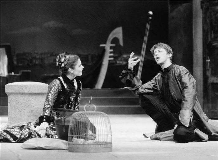 V hlavní roli tragédie Williama Shakespeara Hamlet v roce 2003