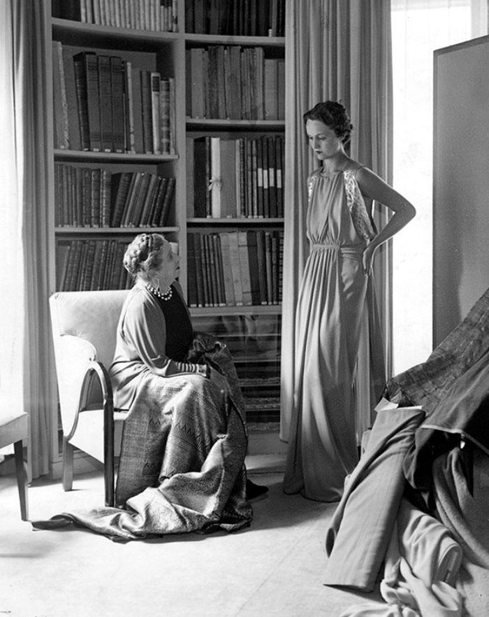 Jeanne s modelkou ve své pracovně v roce 1936