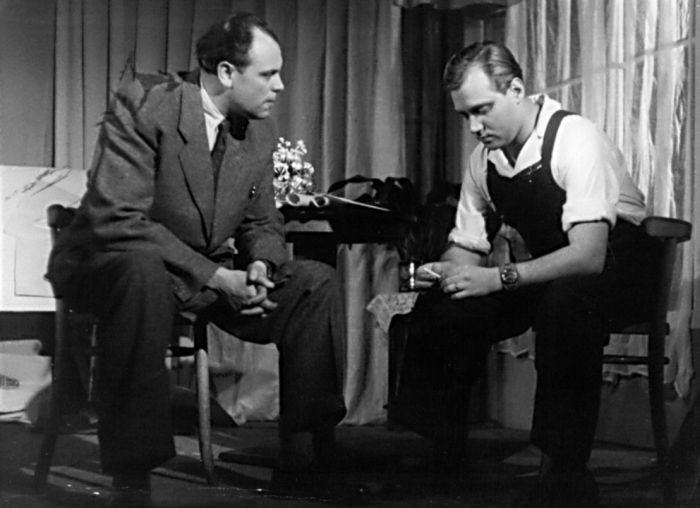 V Divadle Komedie v roce 1951, s Vladimírem Lerausem v představení Koho tlačí bota?