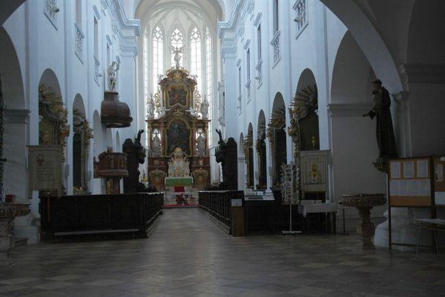Loucký klášter - interiér baziliky Panny Marie a sv. Václava