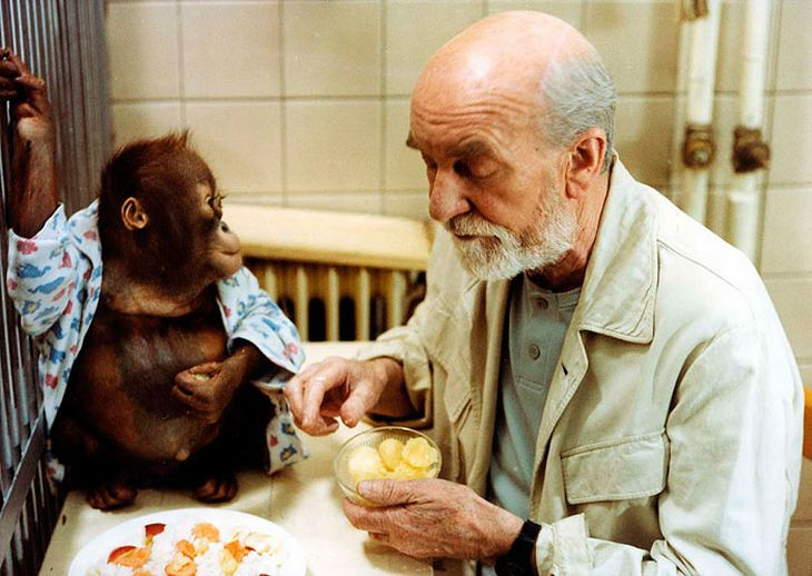Jako starý zoolog Montelík, přezdívaný Monty, v rodinné komedii Dva lidi v ZOO