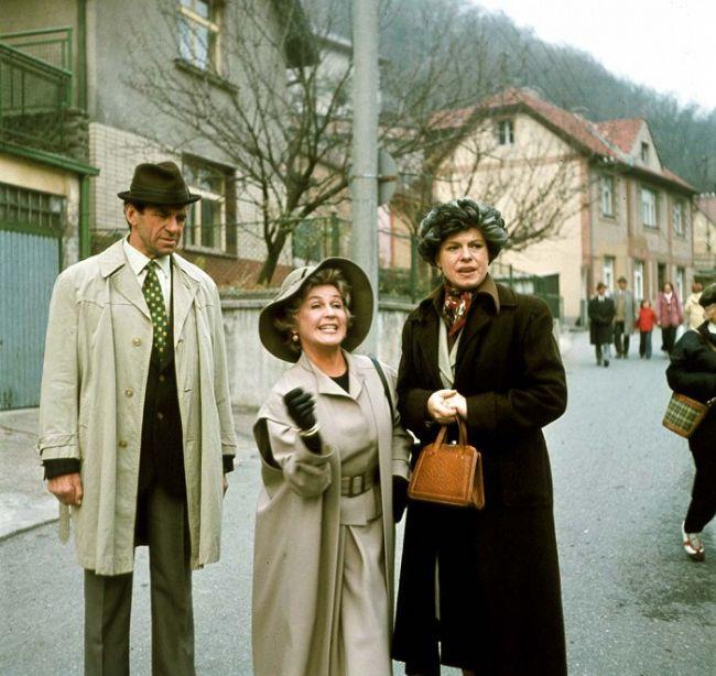 S Ivou Janžurovou a Františkem Peterkou v komedii Co je doma, to se počítá, pánové...
