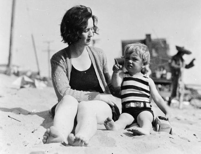 Malá norma s matkou Gladys, rok 1929