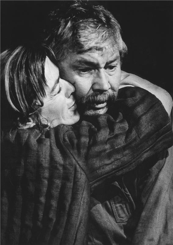 V dramatizaci románu Michaila A. Šolochova Rozrušená země – Národní divadlo 1971
