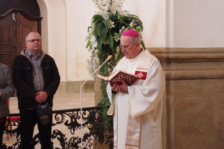 Základním kamenům požehnal emeritní biskup František Radkovský