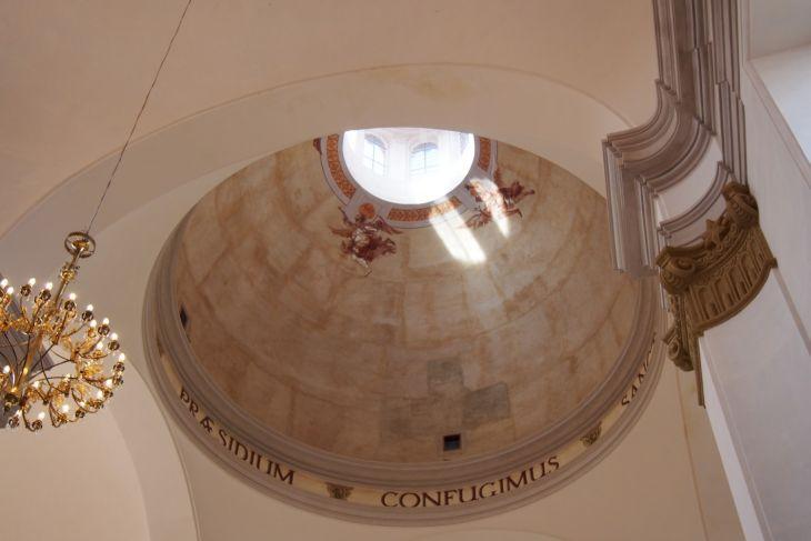 Zrekonstruovaná kupole kostela