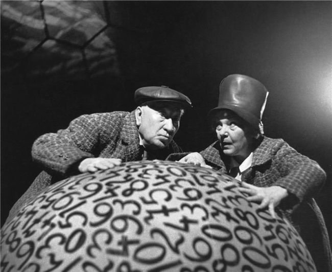 S Jiřinou Šejbalovou na jevišti Národního divadla v roce 1965 v dramatu bratří Čapků Ze života hmyzu