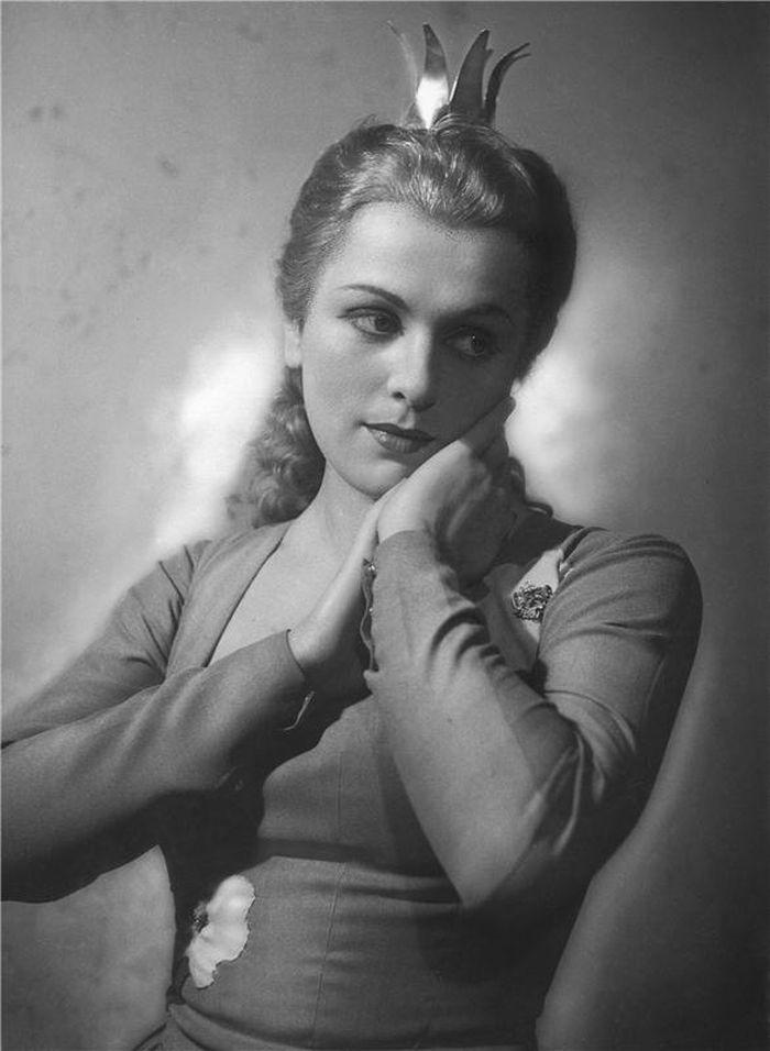 Křehká Princezna Pampeliška ve stejnojmenné pohádkové baladě Jaroslava Kvapila – Stavovské divadlo Praha 1948