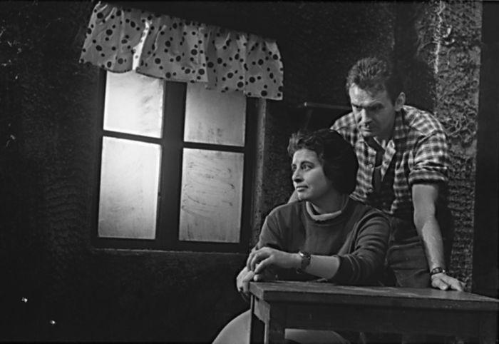 Franta a Kateřina (Ljuba Benešová) ve hře Vojtěcha Cacha Kateřina – Státní divadlo Ostrava 1961
