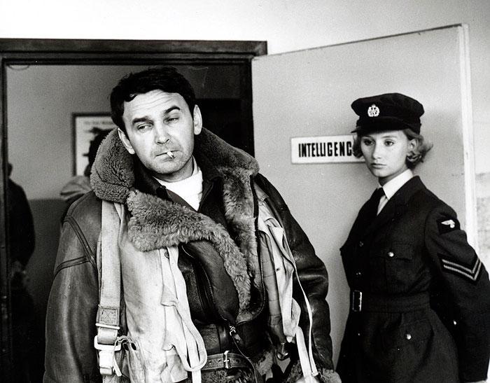 Pavel a Patricia (Jana Nováková) v nejlepším filmu režiséra Jindřicha Poláka, válečném dramatu z roku 1968 Nebeští jezdci
