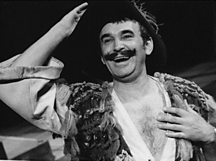 Rytíř Tobiáš Říhal v Shakespearově komedii Večer tříkrálový aneb Cokoli chcete – Státní divadlo Oldřicha Stibora Olomouc 1977