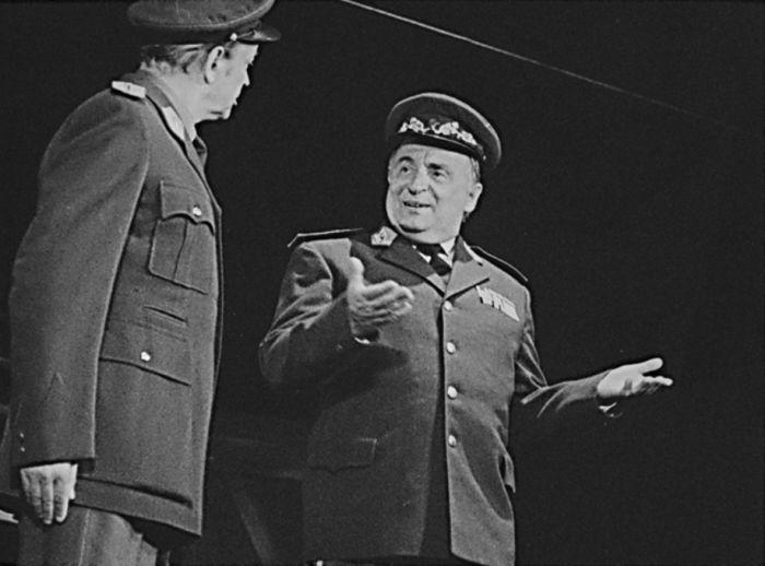 Generál Žabka v inscenaci podle slavné knihy Miloslava Švandrlíka Černí baroni aneb Muzeum stalinismu – Divadlo ABC 1990