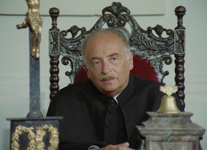 Předseda soudu v seriálu z roku 1993 Dobrodružství kriminalistiky