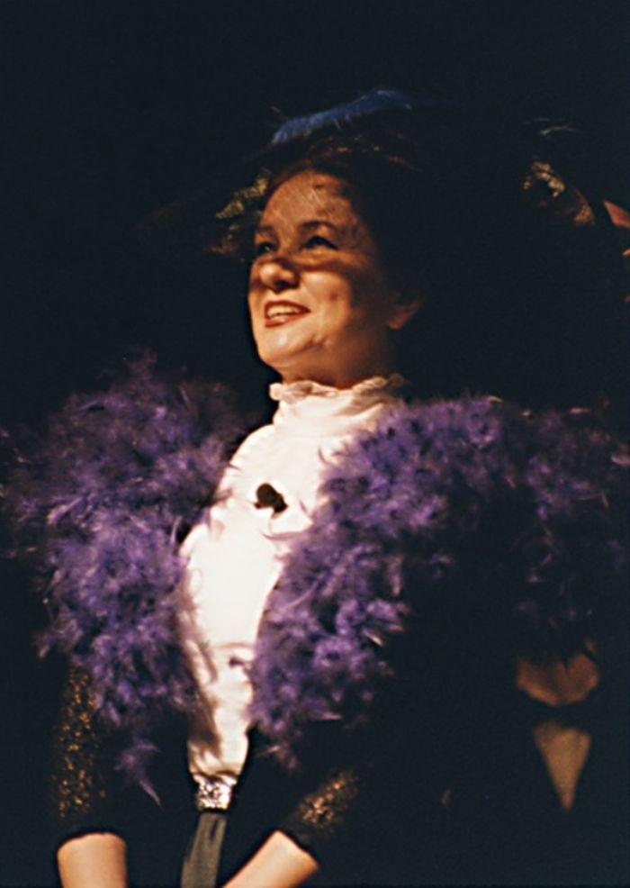 Počátkem osmdesátých let zářila v pražském Hudebním divadle Karlín ve slavném muzikálu Hello, Dolly! jako alternace legendární Laďky Kozderkové. K této roli se pak vrátila po téměř dvaceti letech – Divadlo F. X. Šaldy Liberec 1998