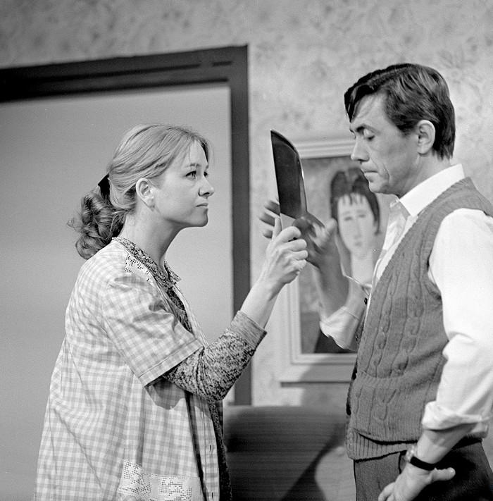 Temperamentní manželé v 'bakalářské' televizní povídce z roku 1981 Frantík