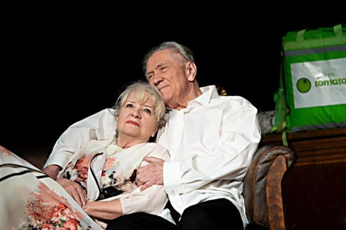 S manželem Petrem Kostkou jako herečtí manželé, kteří si krátí čas vzájemným špičkováním před odchodem na předávání Oscarů, v konverzační komedii Oscar pro Emily – Studio DVA Praha
