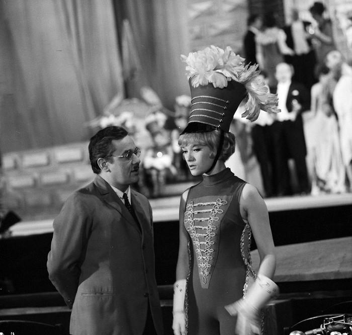 S Josefem Vinklářem v populárním krimi seriálu z roku 1969 Hříšní lidé města pražského