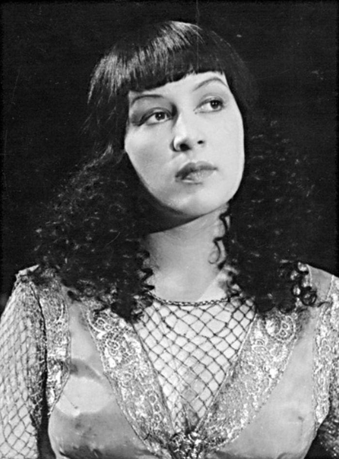 Egypťanka v roce 1947, v představení pražského Divadla na Vinohradech Čínská zeď
