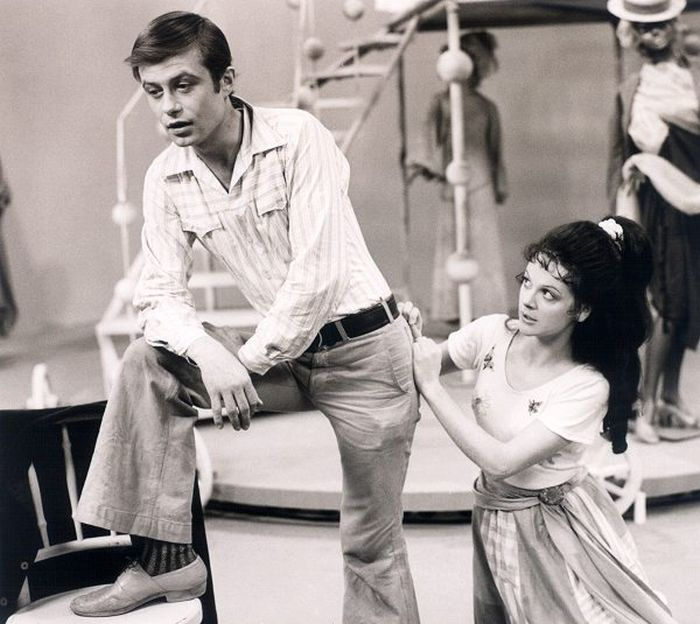 S Petrem Svojtkou v lyrické komedii Vítězslava Nezvala Milenci z kiosku, kterou natočila Československá televize jako převzaté představení v roce 1973