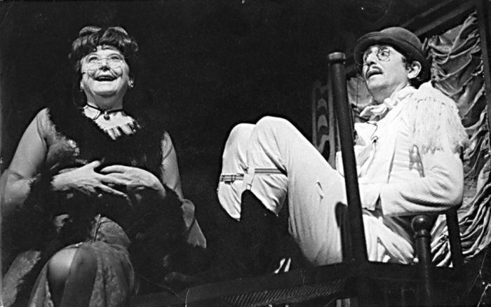 S Helenou Bártlovou v komedii Seana O'Caseyho Penzion pro svobodné pány – Činoherní klub 1975