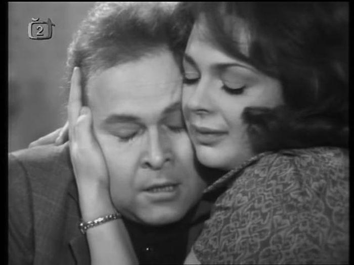 Johnny a Célia v televizní inscenaci dramatu Klobouk plný deště