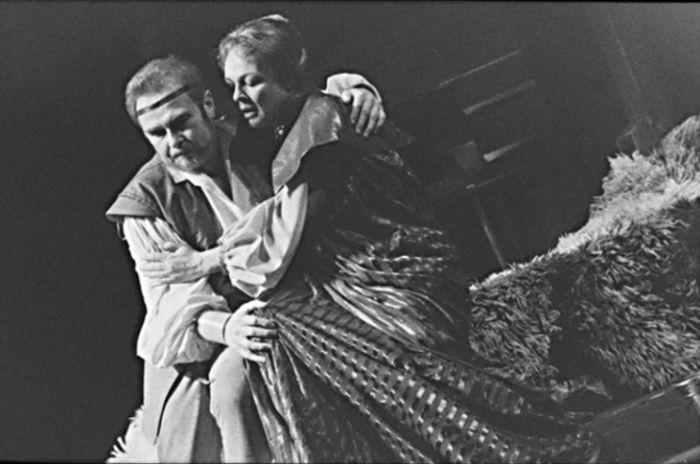Jindřich II. a Eleanora v dramatu Jamese Goldmana Lev v zimě, v Národním divadle v roce 1989
