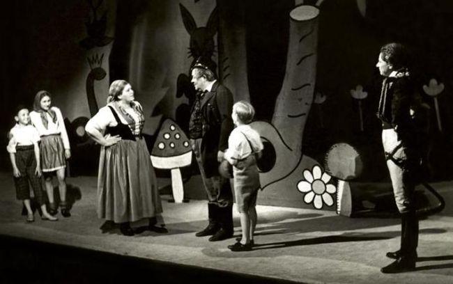 V roce 1939 v Národním divadle, v představení Strakonický dudák