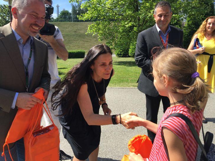 Nejrychlejším školákům předala ceny členka představenstva společnosti ČEZ Michaela Chaloupková