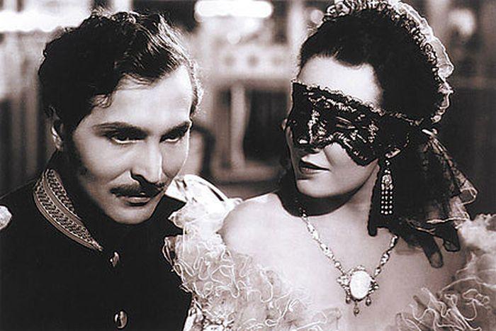 Kapitán kavalerie Leon z Costy a baronka Lenka Rossetti (Lída Bárová) v romantickém dramatu Maskovaná milenka