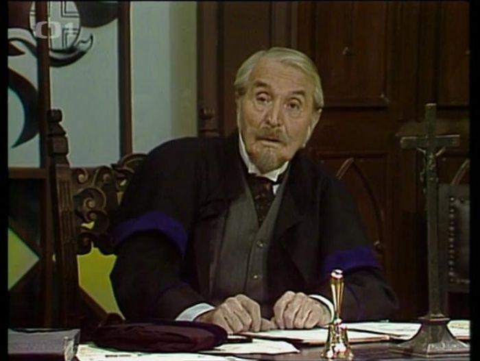 Císařský soudní rada v televizní komedii Jaroslava Dudka z roku 1988 Stařeček vavříny vídeňské slávy ověnčený aneb Zpronevěra