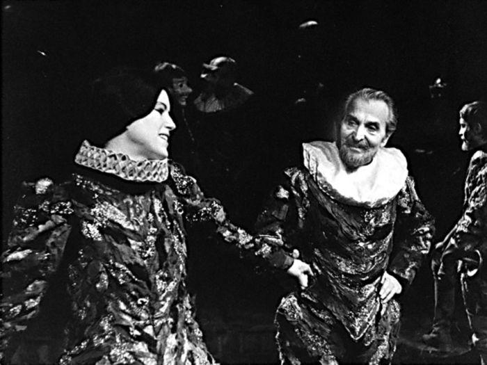 S Věrou Vážanskou v roce 1978 v Západočeském divadle Cheb, jako císař Ferdinand II. v historickém dramatu Popel a hvězdy