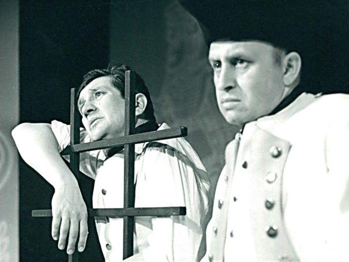 S Františkem Vicenou (vlevo) v Divadle Komedie, v představení Krámek s písničkami