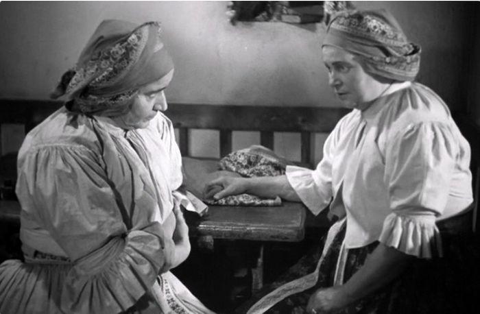 S Leopoldou Dostalovou (vlevo) ve filmovém zpracování dramatu Gabriely Preissové Její pastorkyňa