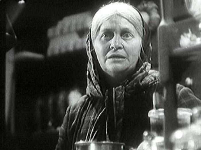 V jedné z nejvýraznějších rolí – posluhovačka Randová v hořké komedii U snědeného krámu aneb Pro dobrotu na žebrotu