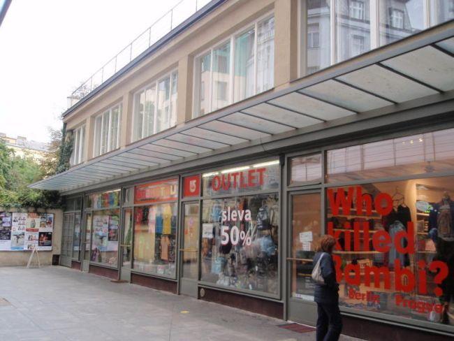Budova v zadním traktu Pasáže Alfa na pražském Václavském náměstí zažila dvě slavné éry. Nejprve v ní sídlilo Nové divadlo Oldřicha Nového, o třicet let později legendární Semafor. A nyní…
