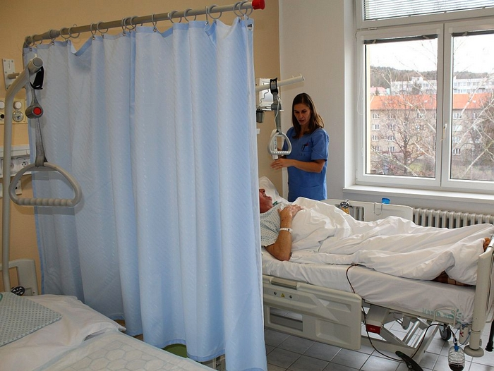 Nově instalované zástěny umožní pacientům více soukromí